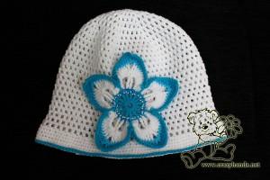 white crochet flower hat for a baby