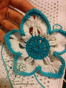 how to crochet a flower for a hat - step #10 (edge of the flower leaf)