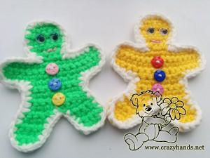 two crochet gingerbread men