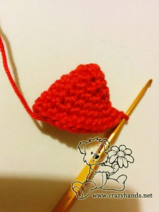 crochet middle part of the strawberry