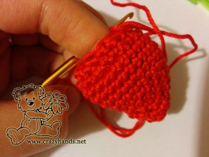crochet strawberry pattern: single crochet decrease