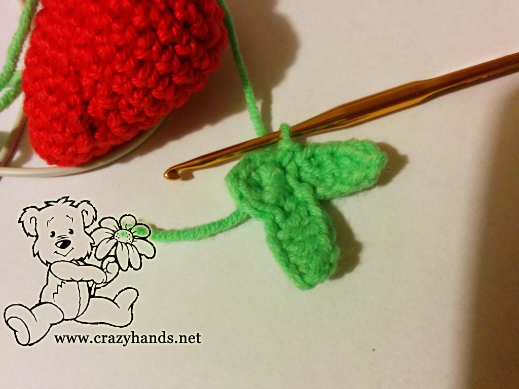 crochet leaves for strawberry