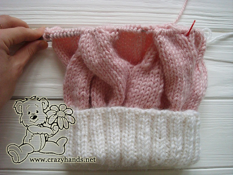 Pink Marshmallow Cable Knitted Hat - knitting the body, step 3