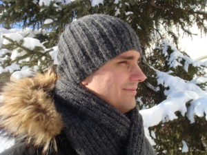 men's knit scarf pattern and men's slouchy knit hat- side view on a person