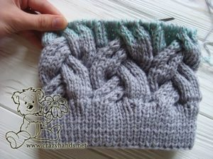 Finishing the body of adult knitted hat in gradient colors