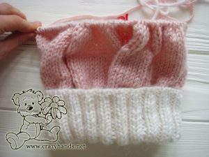 Pink Marshmallow Cable Knitted Hat - knitting the body, step 2