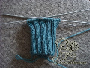 finished ribbing of the cable knit fingerless gloves