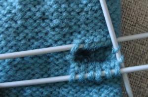 Fingerless gloves knitting pattern: knitting the thumb - step #3