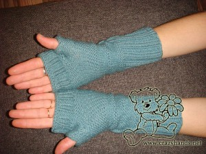 The look of fingerless knitting gloves on the mannequin - bottom view