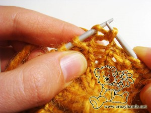 Knitting the second step in the round of increase