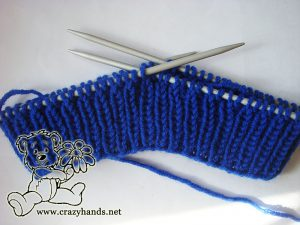 Full ribbing of the slouchy knit hat (4-5 cm)