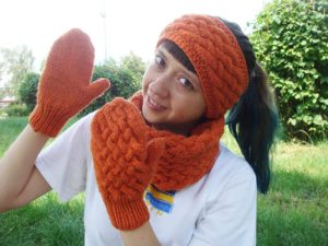 Wicker-styled knitting set: mittens, cowl and headband