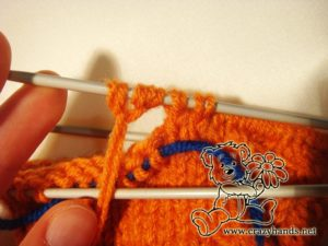 Knitted mittens pattern: knitting thumb gusset step #6
