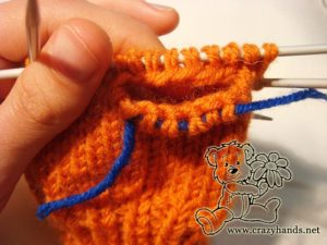 Knitted mittens pattern: knitting thumb gusset step #8
