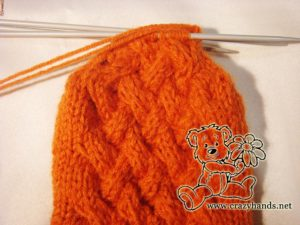 Knitted mittens pattern: finish knitting thumb gusset