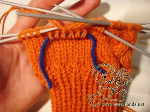 Knitted mittens pattern: knitting thumb gusset step #1