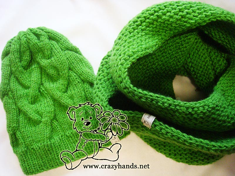 Shamrock green infinity scarf knitting pattern on circular needles.