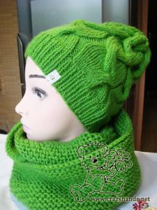 infinity knitting scarf and matching knitting hat on the mannequin - side view