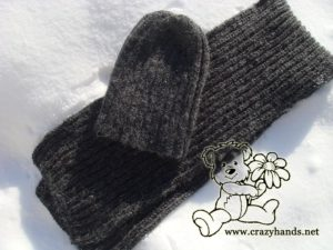 men's knit hat and men's scarf pattern - top view on the snow