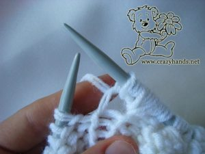 Adult oversized knit sweater pattern with bobbles: how to knit a bobble stitch - step #7