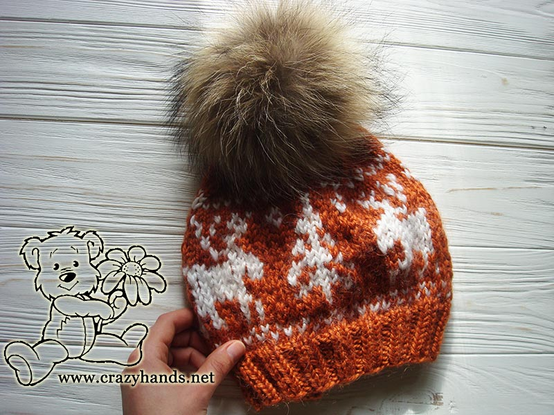 Slouchy hat knit pattern with reindeers