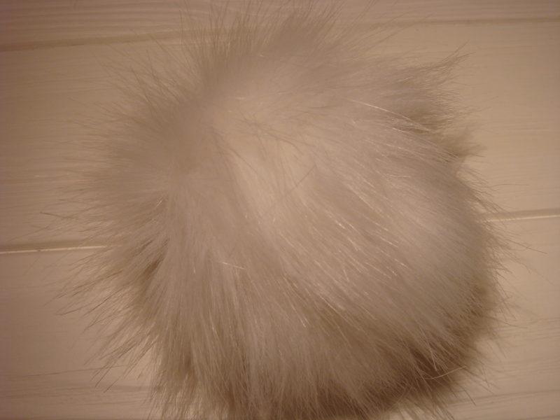 FAUX fur white Pom pom