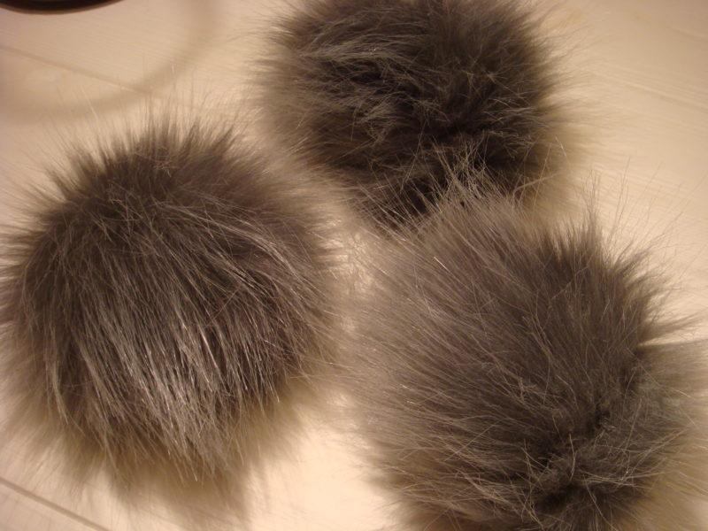FAUX fur gray Pom pom