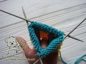 Knitting the main part of thumbless mittens