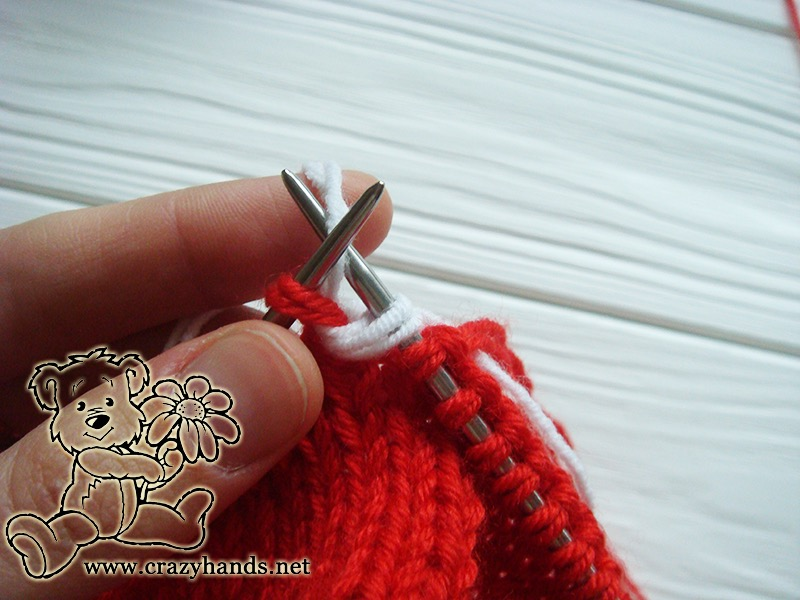 Santa Hat Pattern: knitting bobble stitch, step 2