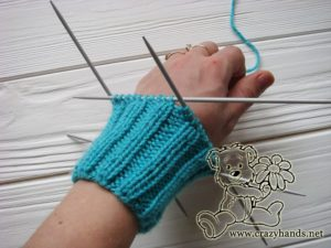 Knitting cuff of the mittens