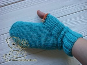 knit mitten with a closed top