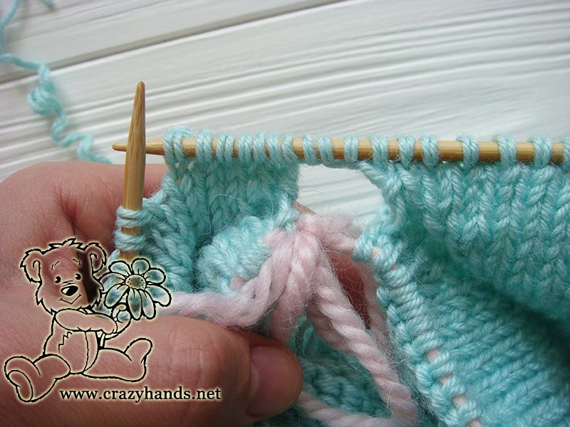 start-adding-cables-to-raglan-sleeves-round-6-to-30