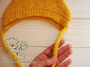 adding-ties-to-baby-knit-bonnet-photo-3