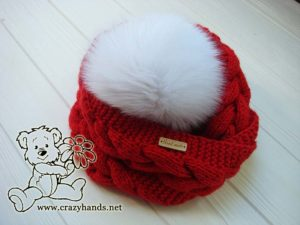 infinity santa cable knit hat with pom pom