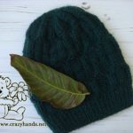 Finishes cable knit hat for men