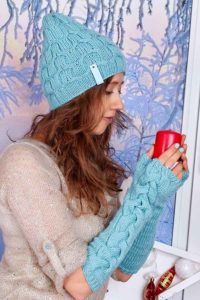 Girl wears knit wicker hat and gloves