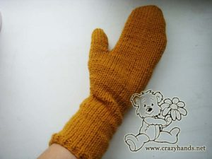 Right mitten - Long cable knit mittens - picture 2