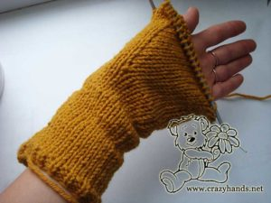 knit gusset section of knit cable mittens - picture 2
