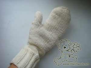 Left cable knit mitten