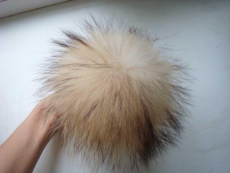 Raccoon fur pom pom white