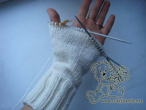 knitting cable of show queen mittens - picture 2