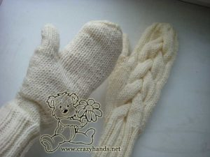 wearing knit cable gloves
