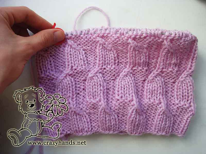 knitting easy hat with purl and knit stitches